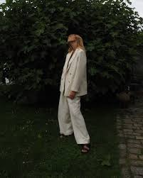 7 <b>autumn</b>-<b>winter</b> trends to follow for ethical <b>vintage</b> shoppers – Pop ...
