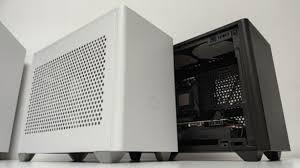 <b>Корпус Cooler Master</b> NR200 позволит создать компактную ...