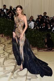 <b>Gigi</b> Hadid - MET Gala 2018 Versace | Женское <b>платье</b> в 2019 г ...