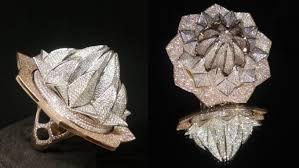 <b>Кольцо с 7</b> 777 <b>бриллиантами</b> занесено в Книгу рекордов Гиннеса