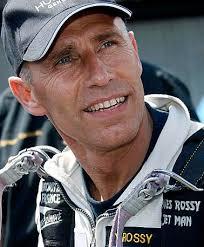 von Marius Egger - Der ehemalige Militärpilot Yves Rossy hat am Mittwoch über den Waadtländer Alpen erstmals ... - 4123354