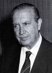 José García Nieto (Oviedo, 6 de julio de 1914 - Madrid, 27 de febrero de 2001). Escritor español. Comienza los estudios de Ciencias Exactas, que deja para ... - garcia_nieto_jose