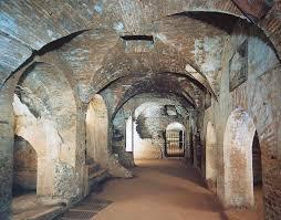 Risultati immagini per foto catacombe roma