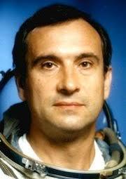 「1995年 - 宇宙ステーション「ミール」に宇宙滞在最長記録である438日間滞在していたロシアの宇宙飛行士ワレリー・ポリャコフが地球に帰還」の画像検索結果