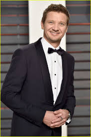 images about jeremy renner the bourne posts jeremy renner suit up for vanity fair oscars party 28 2016