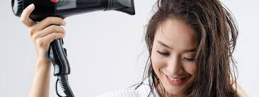 Как правильно <b>сушить</b> волосы <b>феном</b>: советы