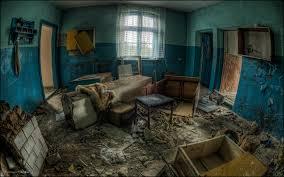 Il fascino dei luoghi abbandonati Images?q=tbn:ANd9GcRHfbEmQY04LfhUs8hWYkjfsE8-YDgmpuoBpHc0rVvan5viXRvG