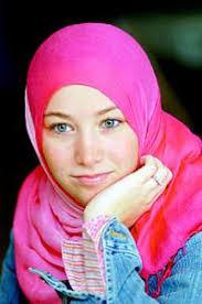 """Keputusan Korman masuk Islam, bukan tanpa hambatan. Korman harus memberikan banyak penjelasan terutama pada keluarganya. """"Ibu saya menanyakan, bagaimana ... - pic16944"""