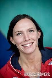 Katja Nyberg idén már nem játszhat....még az olimpián megsérült a térde, és sajnos azóta sem jött rendbe, ezért most műteni kell......így a 2009es szezon ... - nybergg