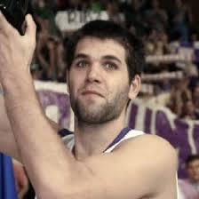 El Real Madrid ha llegado a un acuerdo con Felipe Reyes para renovarle el contrato hasta 2010. El campeón del mundo se convertirá en el jugador mejor pagado ... - 046D3GP2_1