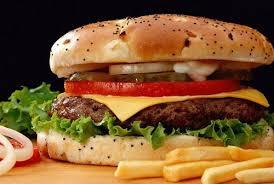 Чизбургер с запеченными овощами и котлетой