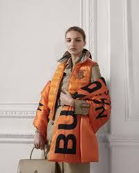 Что купить: <b>шарф</b>, сумка или обувь с логотипами | Buro 24/7