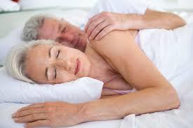 Resultado de imagem para casais da terceira idade na cama