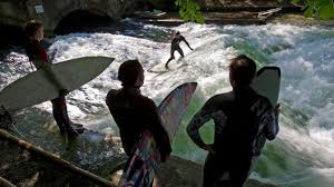 Travel - Riding the wave of change on Munich's Eisbach - BBC