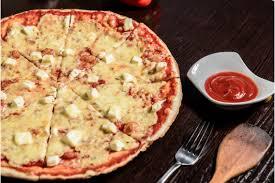 """<b>Пицца</b> """"<b>Четыре сыра классическая</b>"""" - Сыр и помидор"""
