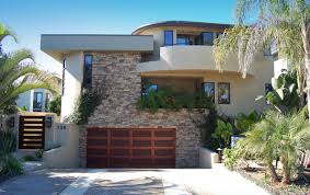 How To Choose The Right Style Garage For Your Home Freshomecom - Exterior garage door