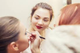 what does an istant makeup artist do exactly