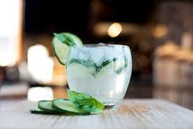 Картинки по запросу Как приготовить алкогольный коктейль «Джин-тоник» в домашних условиях