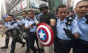 هونج كونج - اعتقالات عقب اشتباكات بين محتجين مناهضين للصين والشرطة