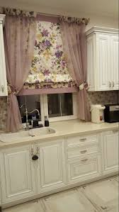 [The curtain by the sink is going to need washing pretty often.] Tende ...