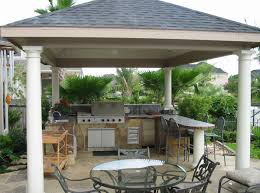 patio outdoor stone kitchen bar: covered outdoor kitchens and bars diy outdoor kitchen