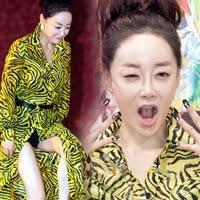 "Sao U40 ho lo lieu ra mat phim. Nu dien vien Kim Hye Eun (39 tuoi). Vi the, buoi hop bao ra mat phim ""Nhung cap tinh nhan tren bien"" khien nguoi ta phai chu ... - 55474963-1343813462_200ct3"