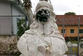 Αποτέλεσμα εικόνας για Αθηνα καταστρεφουν αγαλματα