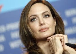 Angelina Jolie ha spiegato al New York Times di essersi sottoposta a una duplice mastectomia preventiva per ridurre il rischio di cancro. - Angelina-Jolie