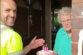 Garbageman gives <b>100</b>-year-<b>old</b> adorable birthday surprise (Video ...