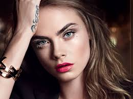 Праздничный макияж по цвету глаз от визажиста <b>YSL</b> | Marie Claire