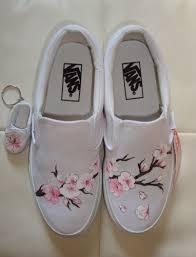 Resultado de imaxes para flores en zapatillas