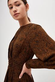 <b>Асимметричное платье</b> коричневый цвет - <b>Платья LIME</b>