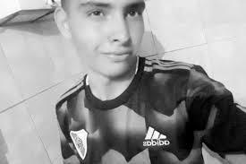 17-летний голкипер умер после того, как отбил пенальти. Фото ...