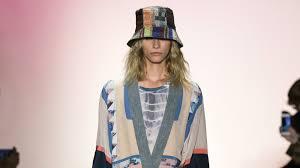 <b>BCBG Max Azria</b> Spring 2016 Ready-to-Wear Collection - Vogue