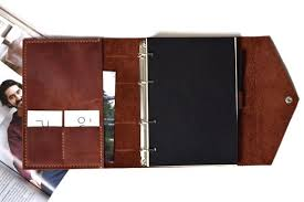 <b>Недатированный ежедневник</b> на кольцах, с карманом для фото ...