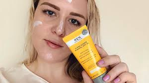 The Best and Worst <b>Sunscreen</b> Ingredients for Your Skin - The ...