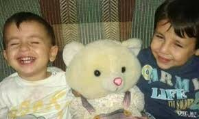 Resultado de imagen de niño muerto huyendo de siria