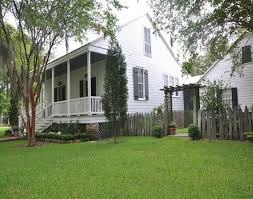 ideas about Creole Cottage on Pinterest   Shotgun House  New       ideas about Creole Cottage on Pinterest   Shotgun House  New Orleans Homes and Cottages