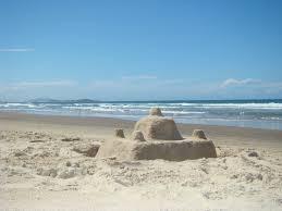 Resultado de imagem para castelos de areia