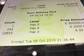 Мужчина едва не выбросил полмиллиона евро в <b>мусорное ведро</b> ...