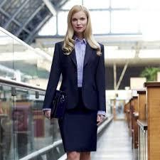 """Résultat de recherche d'images pour """"femme tailleur jupe marine rue"""""""