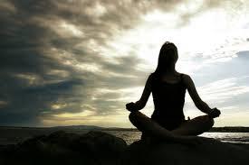 meditasyon yapan biri zihninden özgür hale gelir