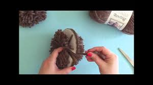 How To: Make a <b>Pompom</b> with a Cardboard Disc - YouTube