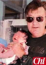 Padre a 67 anni: Bobby Solo abbraccia il figlio Ryan una_famiglia_felice_quella_di_bobby_solo_tracy_quade_ed_il_figlio_ryan_2360 - padre_a_67_anni_bobby_solo_abbraccia_il_figlio_ryan_6922