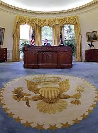president bill clinton later chose a different color carpet with a new eagle emblem bill clinton oval office rug