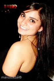 Luiza Reis: charminho com os ombros e sorriso para o fotógrafo - 30-03-2012-13-29-30-viradinha-luiza-reis-