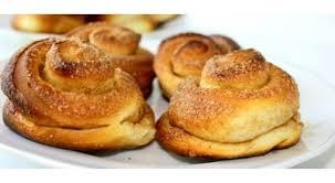 Картинки по запросу Школьный завтрак сок и булочка