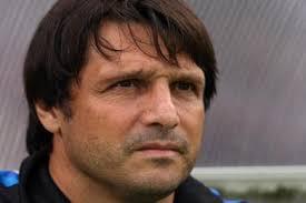 Quelques jours après le départ de Jean Fernandez pour l'AS Nancy, Auxerre a annoncé l'arrivée de Laurent Fournier pour lui succéder au poste d'entraîneur. - laurent-fournier-12