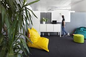 scattered through the open space for quick meetings team work and to boost creativity each of the five meeting rooms are designed as an accent with buildinglink offices design republic
