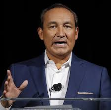 United Airlines CEO Oscar Munoz to Step Down - WSJ